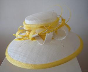 White crown and large downturned brim, lemon detailing